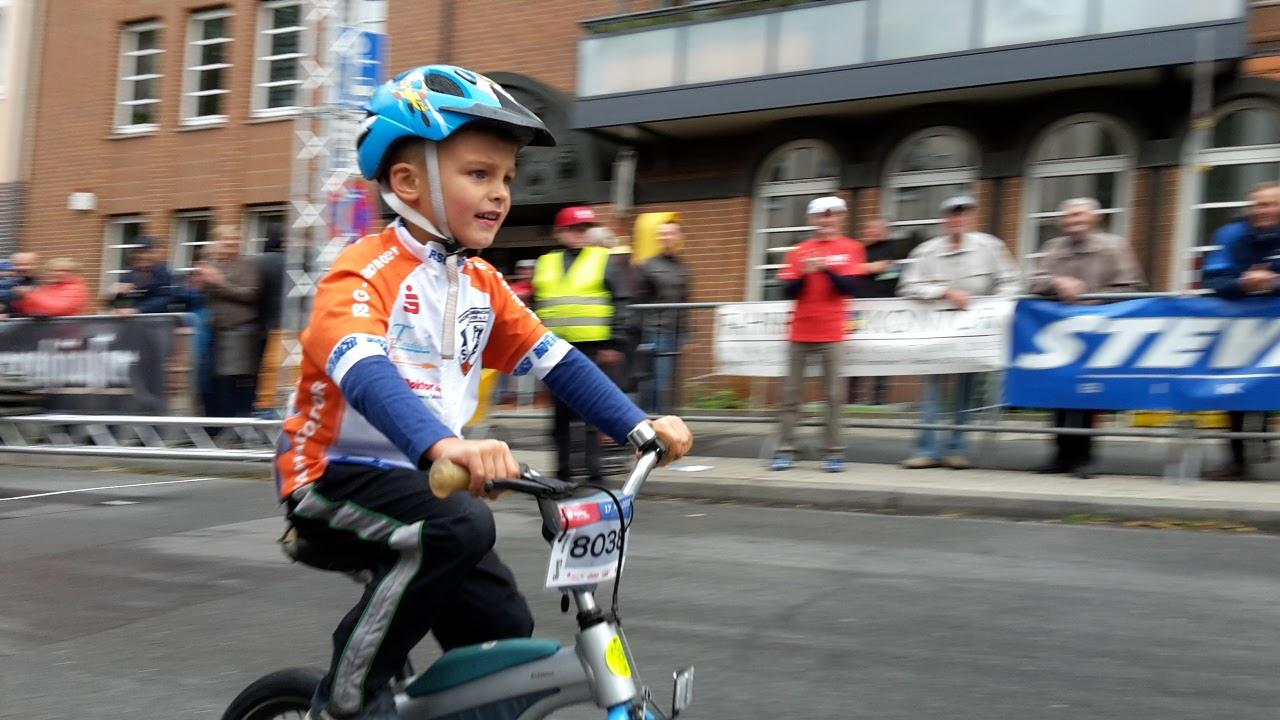 Anton beim Rennen Rund um Döhren 2015